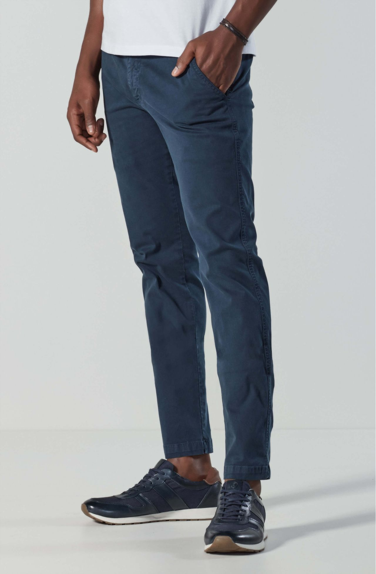 4042UCZ00006_590_1-CALCA-CHINO-SARJA-TINTURADA-SLIM-FIT